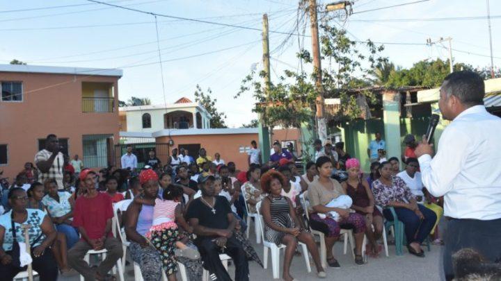 Pre candidato a alcalde por el PLD recibe el apoyo de comunitarios del sector la Ceiba, en Andrés Boca Chica